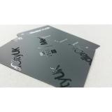 cartão de visita com verniz